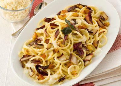 Spaghetti interi al radicchio e taleggio di capra